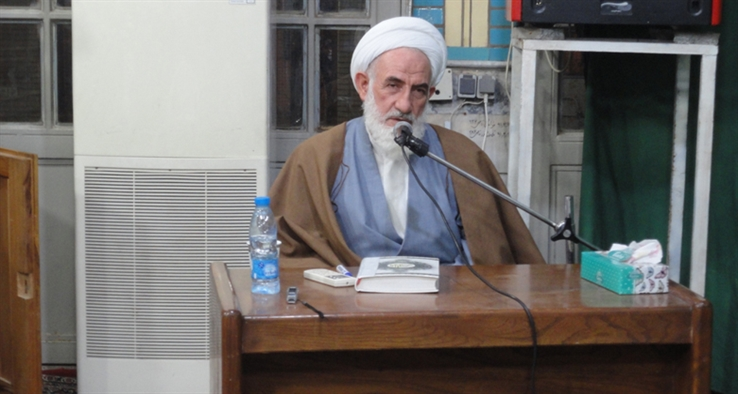جلسه ستاد تفسیر قرآن با حضور نماینده مقام معظم رهبری در منطقه و امام جمعه کاشان