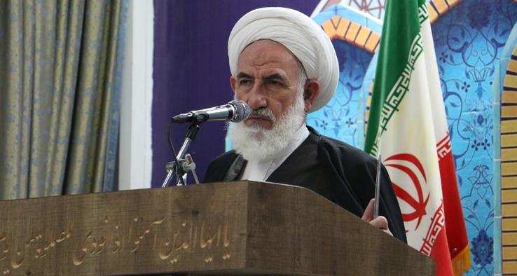 انتقاد امام جمعه کاشان از افزایش حاشیهنشینی / اراضی کشاورزی کاشان شبانه زیر بتن میرود