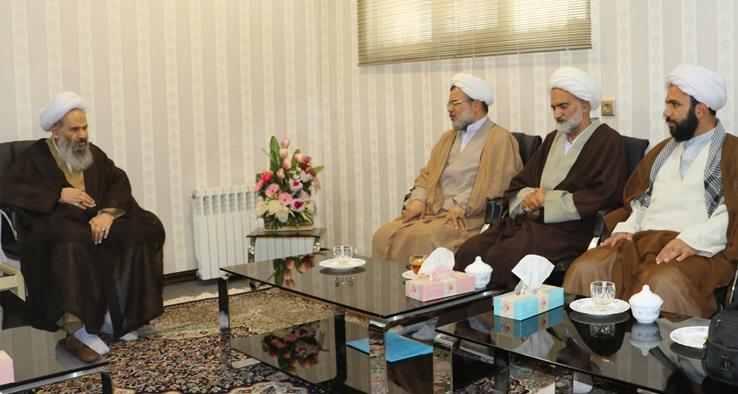 دیدار امام جمعه محترم ابوزیدآباد با نماینده مقام معظم رهبری و امام جمعه کاشان