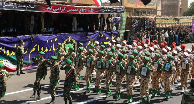مراسم رژه نیروهای مسلح به مناسبت آغاز هفته دفاع مقدس در کاشان