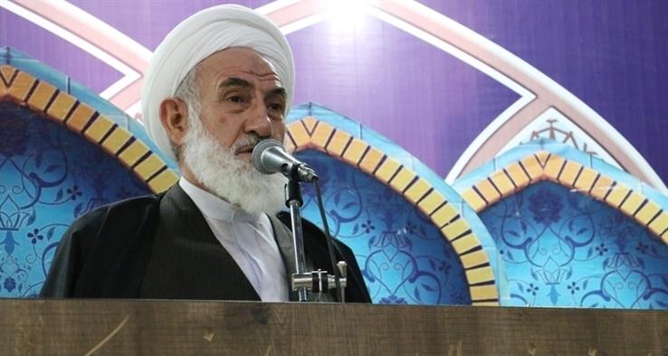 انتقاد امام جمعه کاشان از سکوت مجامع بینالمللی در برابر جنایات آمریکا در افغانستان / مردم واکنش کوبنده نشان دهند