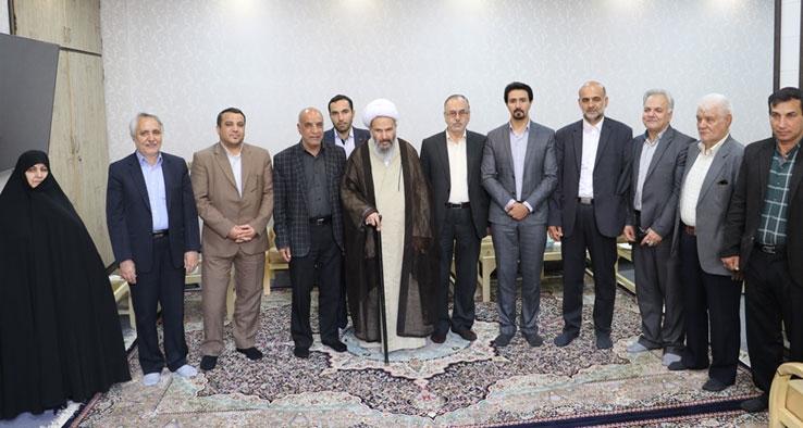 دیدار شهردار و اعضای شورای پنجم شهر كاشان با نماینده ولی فقیه و امام جمعه کاشان