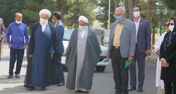 بازدید آیت الله سلیمانی، نماینده مقام معظم رهبری و امام جمعه کاشان از شرکت باریج اسانس کاشان